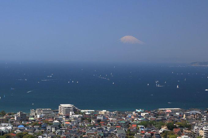 大きな空と海と富士山の仙元山山頂