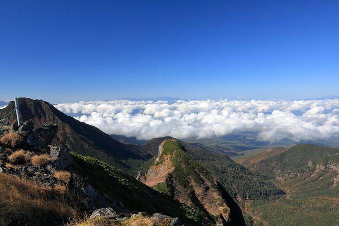 雲海を横目に険しさが増す横岳を経て最高峰の赤岳へ