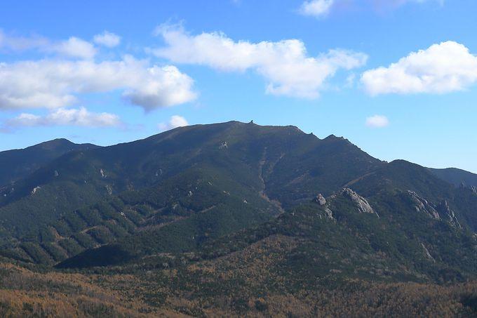 奥秩父で存在感を示す金峰山を山小屋泊で