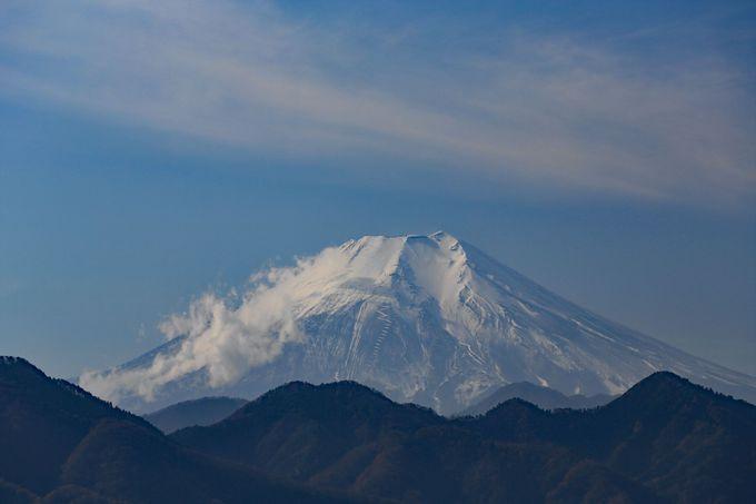 絶壁にある「風の神様」でワイドな絶景を楽しみ要害山へ