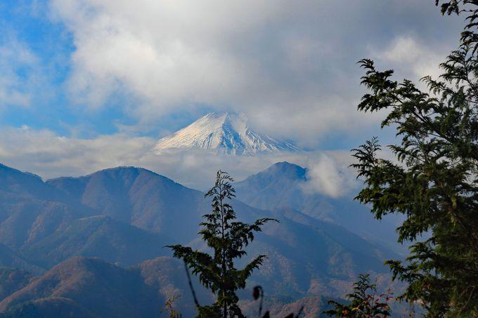 高畑山山頂で最初の富士山を眺める