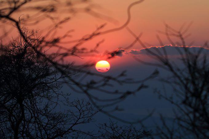 山頂の上社で、初日の出と赤富士で年頭の祈願を