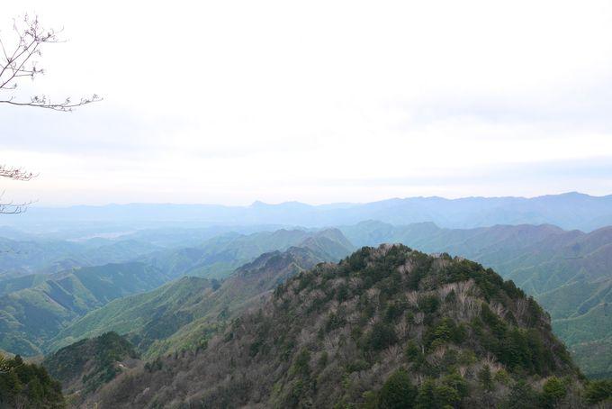 「両神山」の山頂は他の日本百名山の大パノラマ