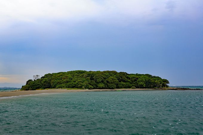 島周辺が隆起し後に砂が溜まって渡れるようになった「沖ノ島」