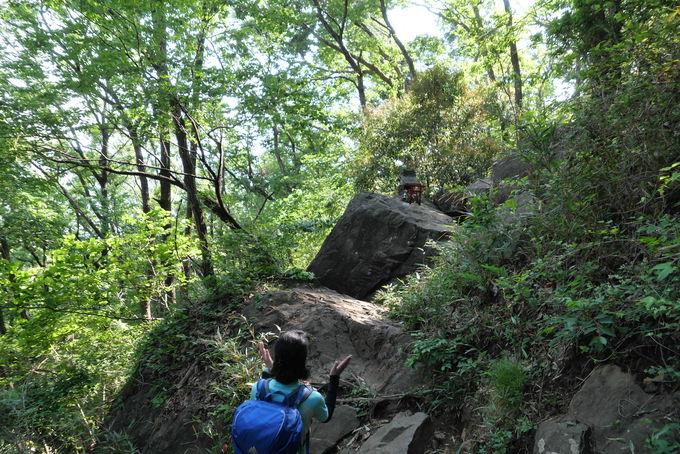 吾妻山からは岩場の下り