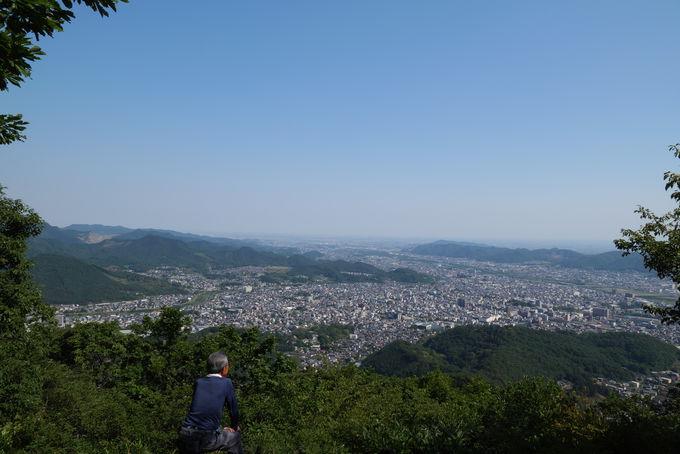 アップダウンの多い吾妻山までの下り