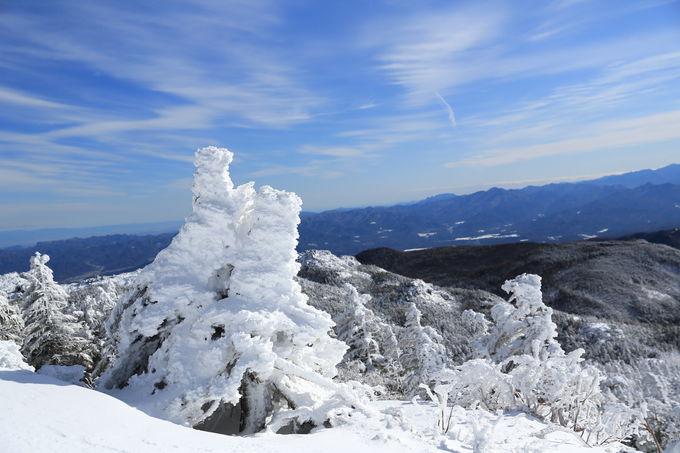 森林限界を越え、北横岳南峰を目指す
