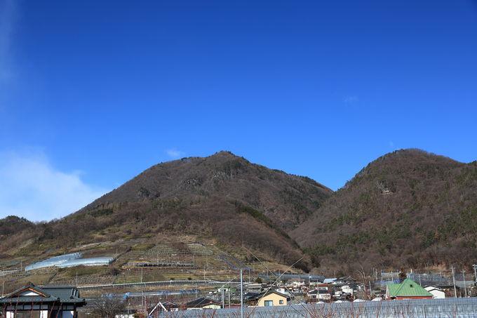 麓からの姿が兜に形容されたスーパー低山「兜山」