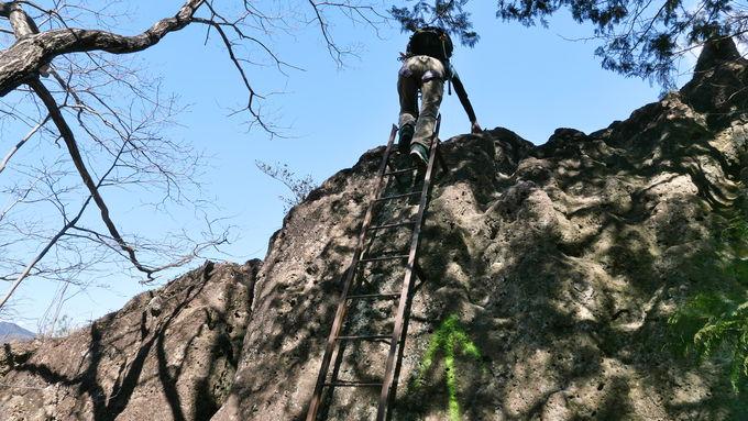 三番岩から先、はしご、鎖場と難易度が上がっていく岩山までのルート