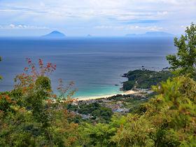 輝く海を望む伊豆「高根山」日本一の総檜風呂で混浴も満喫
