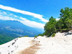 山頂に広がる天空の白いビーチ!山梨「日向山」ハイキング