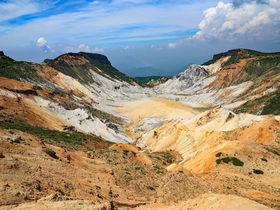 手軽な百名山!火口、渓谷、温泉を巡る福島・安達太良山トレッキング