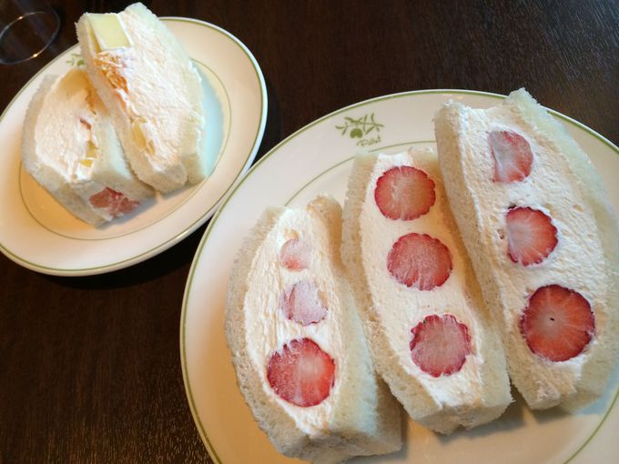 上質な生クリームと旬のフルーツのサンド