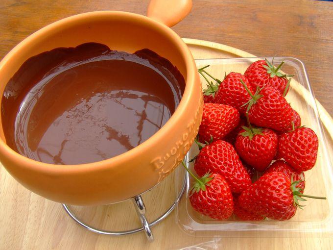 摘みたて苺のチョコレートフォンデュ