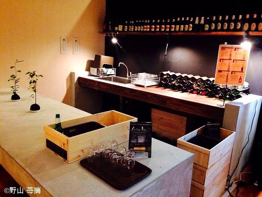 夜はバーカウンターでワインや日本酒を!