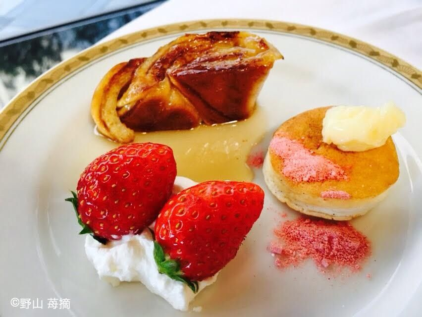 パンケーキやフレンチトーストは自身でデコレーション