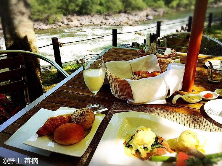 大自然の中で涼と食を楽しむ「渓流テラス朝食」