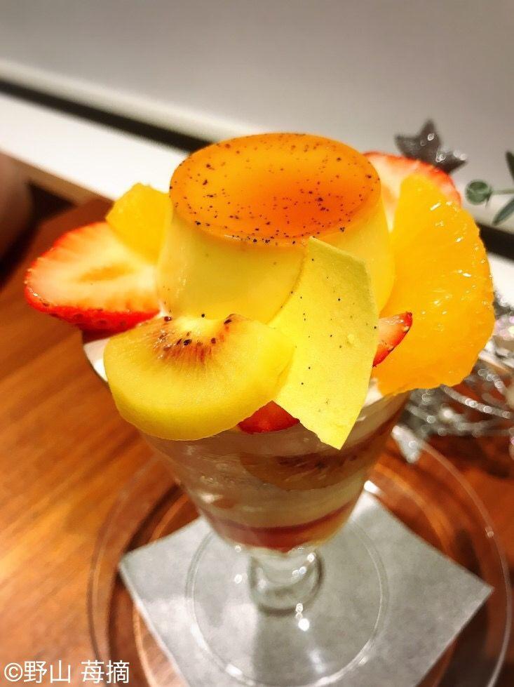 愛媛県のフルーツがたっぷり詰まったプリンパフェも!