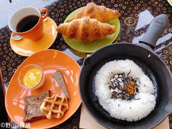 朝食のオススメは焼きたてクロワッサンとフライドライス!