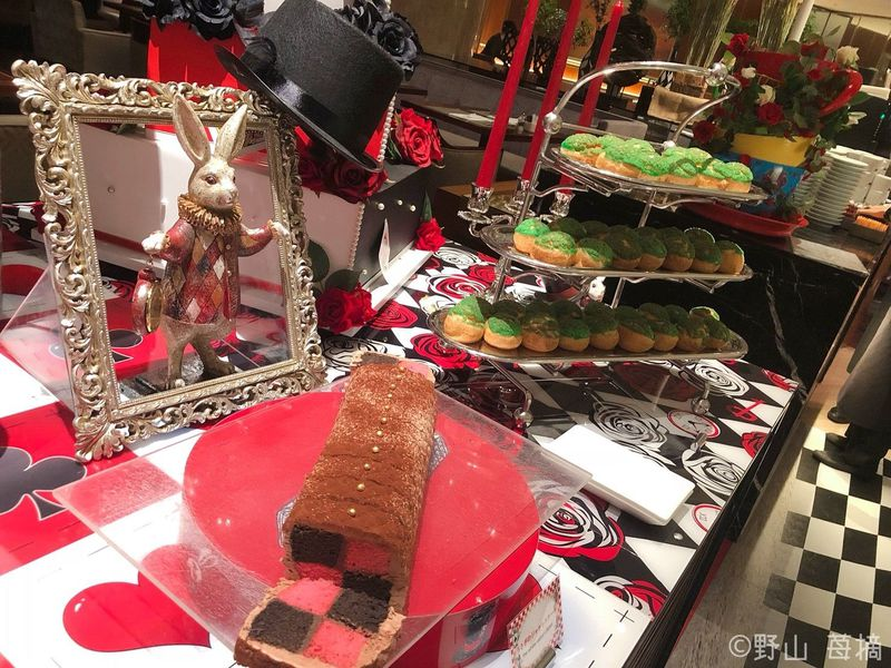 ヒルトン東京「マーブルラウンジ」アリスがテーマのリアル体験型デザートビュッフェ!