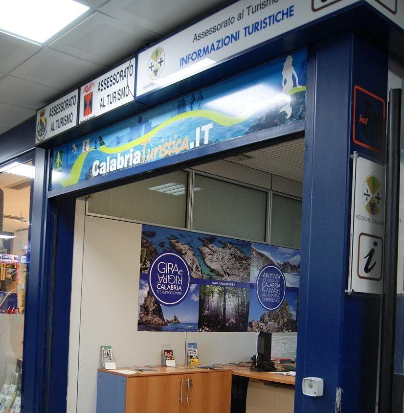 インフォメーションセンターと空港からのアクセス