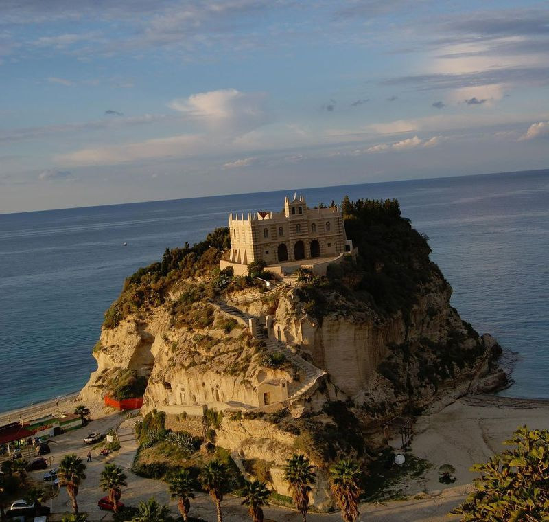 かっこかわいい♡南イタリア・カラブリア州の空の玄関ってこんな場所!