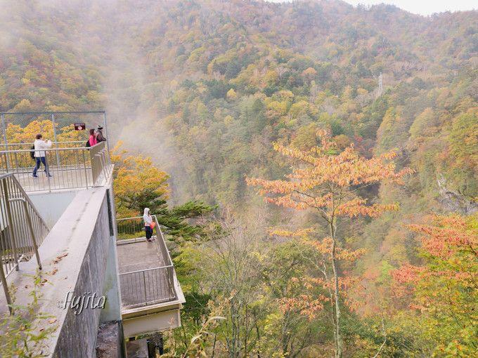 華厳の滝の紅葉も早朝に!