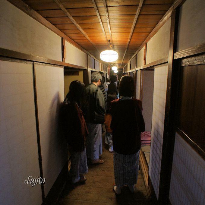 宿泊者限定の館内歴史ツアーも不定期開催!