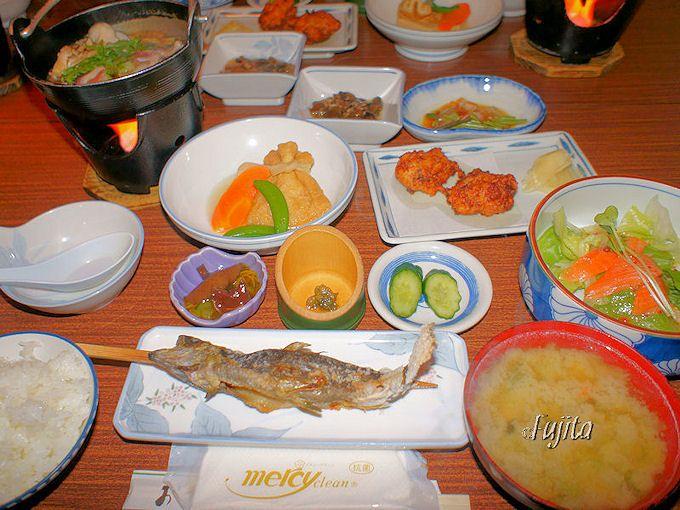 青荷温泉のランプの下で食事を楽しむ方法!