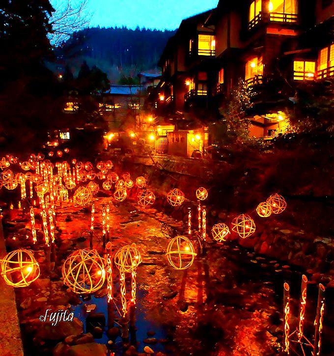 黒川温泉「湯あかり」は、冬の竹灯りイルミネーション