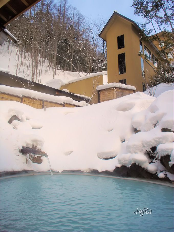 白骨温泉「湯元齋藤旅館」の絶景雪見露天風呂