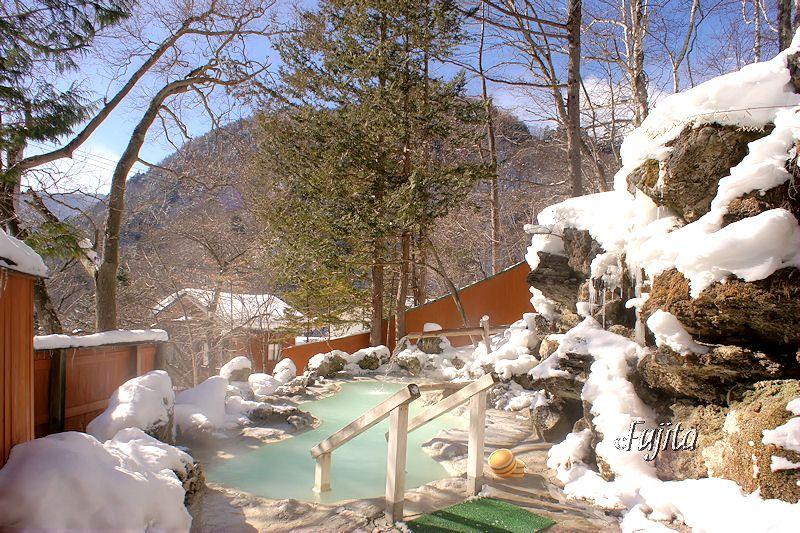 白骨温泉「白船荘 新宅旅館」の絶景雪見露天風呂