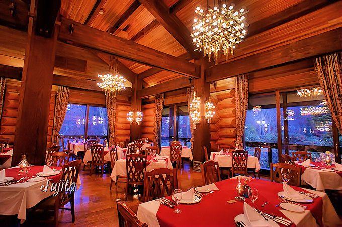 八甲田ホテルはレストランも立派なログ造り