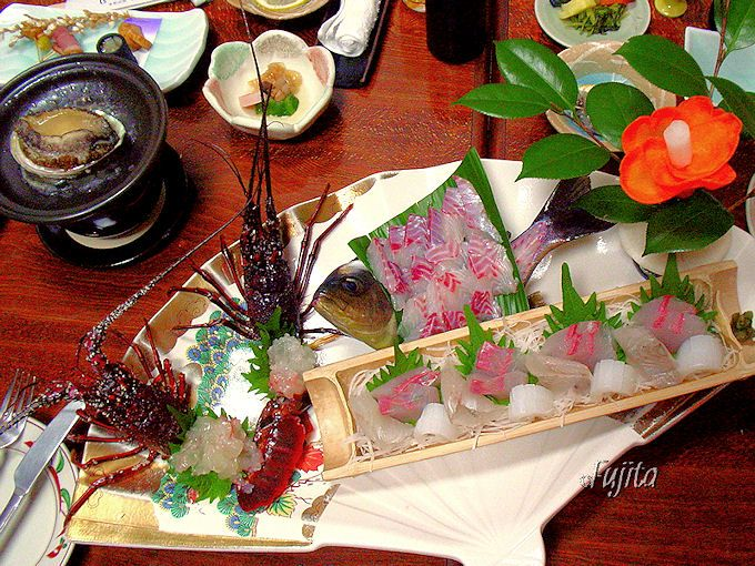 桜田温泉山芳園のおすすめ料理は「鮑の踊り蒸し焼」