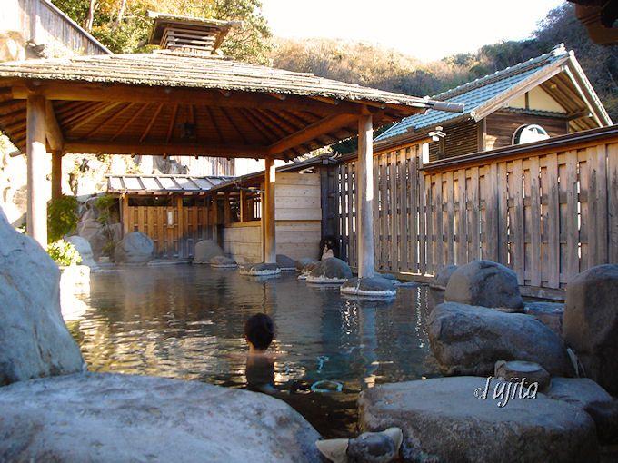 桜田温泉山芳園の温泉は「温泉脈かけ流し」