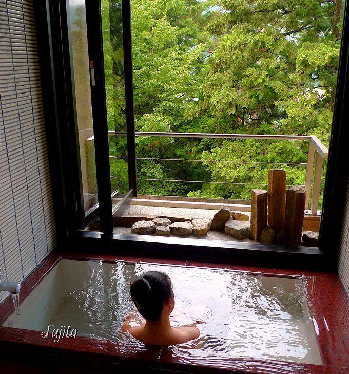 新館「景山荘」は半露天風呂付き客室