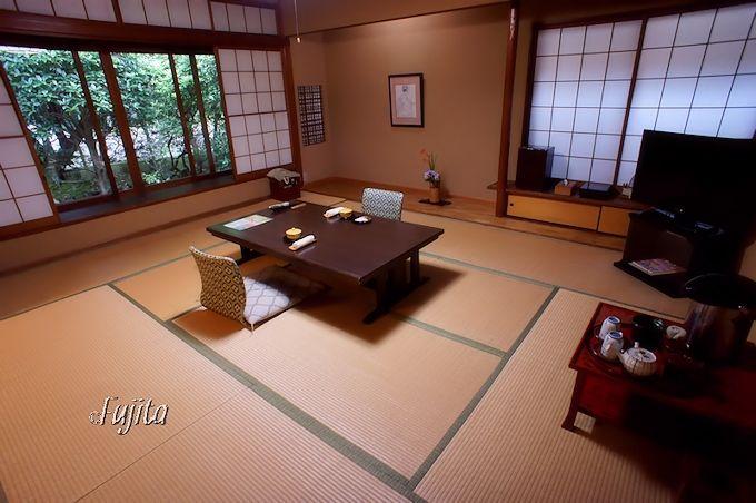 客室は落ち着いた内装と眺望が魅力