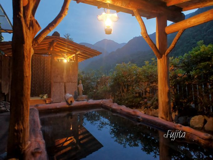 奈良田温泉「白根館」の露天風呂は、二箇所とも入ろう