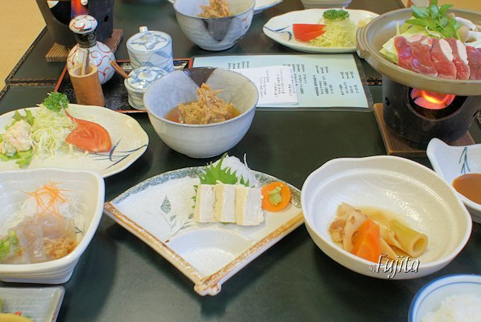 奈良田温泉「白根館」は、本物のジビエ料理も楽しみ