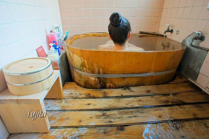 専用の内湯は源泉かけ流し!中房温泉のバス・トイレ付き客室