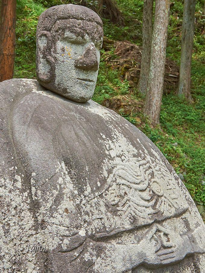 岡本太郎が絶賛して有名になった「万治の石仏」