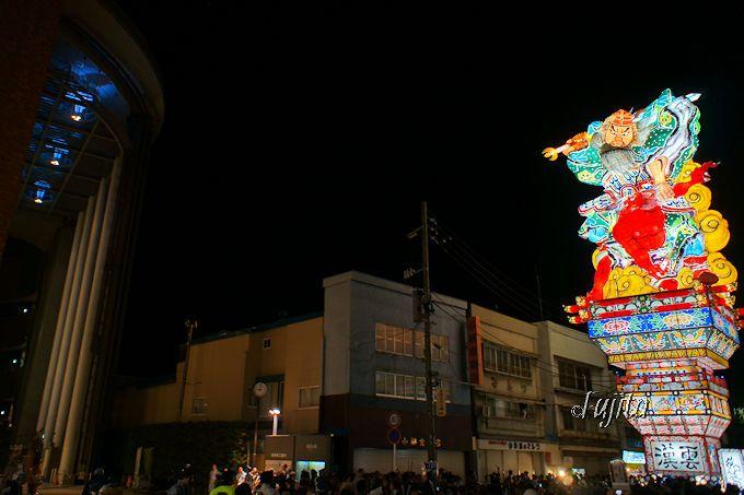 五所川原・立佞武多は特撮映画のような驚愕の光景!