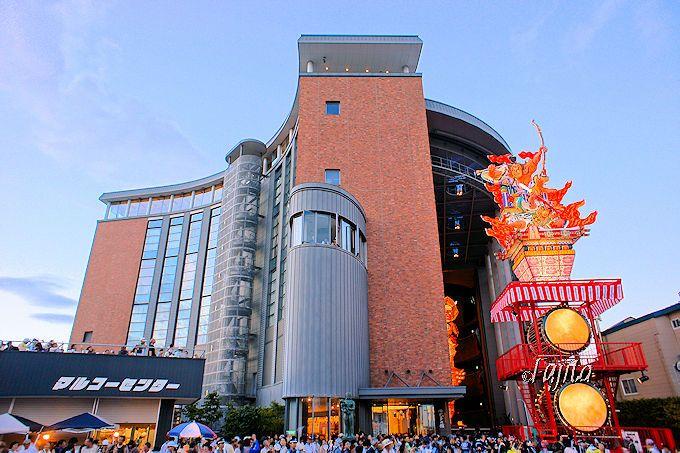 五所川原・立佞武多祭り見物は、立佞武多の館前がおすすめ!