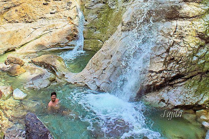 秋田「川原毛大湯滝」は滝壺が天然の絶景露天風呂!夏季限定の無料温泉