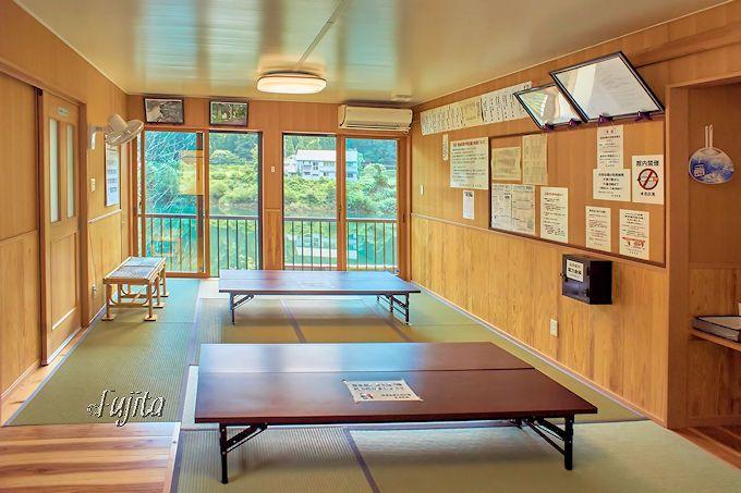 湯倉温泉共同浴場には美しい休憩室も完備