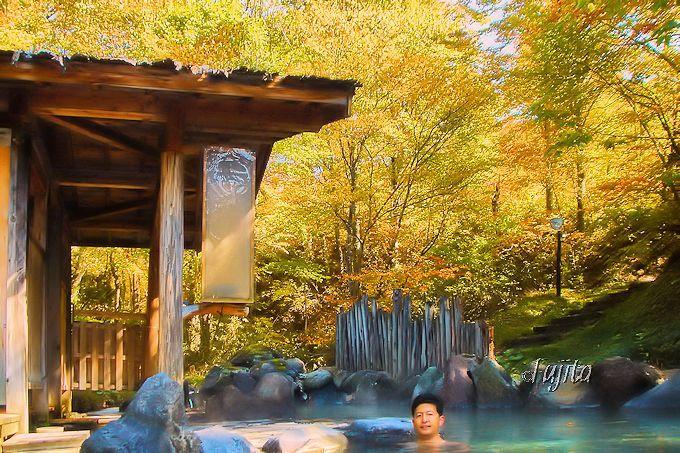 第4位 乳頭温泉郷 蟹場温泉の紅葉露天風呂