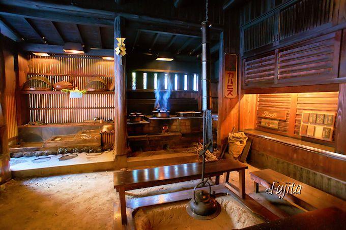 妙見温泉田島本館は、囲炉裏カフェの風情や料理に雅叙苑の片鱗も