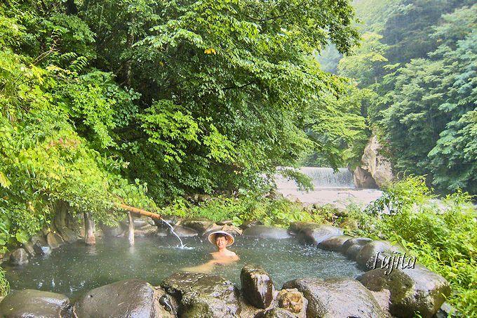 鷹の湯温泉の混浴野天風呂は、雨でも浸かろう!