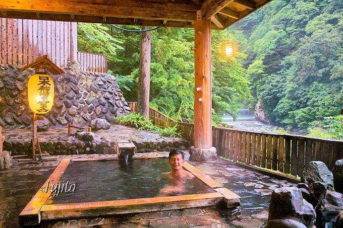 鷹の湯温泉の浴室では、常に好みの湯加減が選べます!