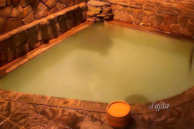 「旅館さかや」の姉妹館、湯宿「寿命延」の女湯は足元湧出温泉!